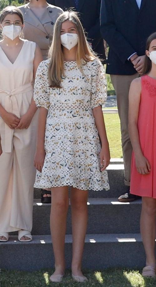 Trong những hoạt động bình thường, cô gái kế vị ngôi vàng của Tây Ban Nha rất yêu thích những mẫu váy babydoll dễ thương.