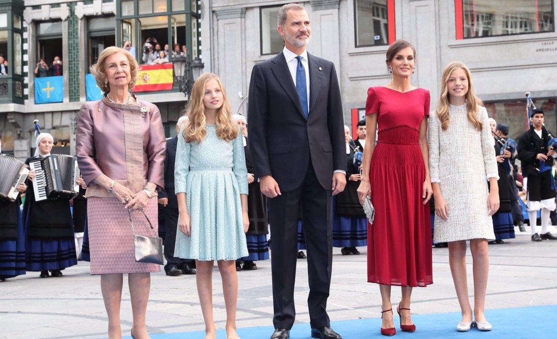Công chúa Leonor (sinh năm 2005) là con lớn của Vua Tây Ban Nha Felipe VI và Hoàng hậu Letizia. Khi lên ngôi, công chúa sẽ là nữ hoàng đầu tiên thừa kế ngai vàng kể từ thời Nữ hoàng Isabella II (1833-1868).