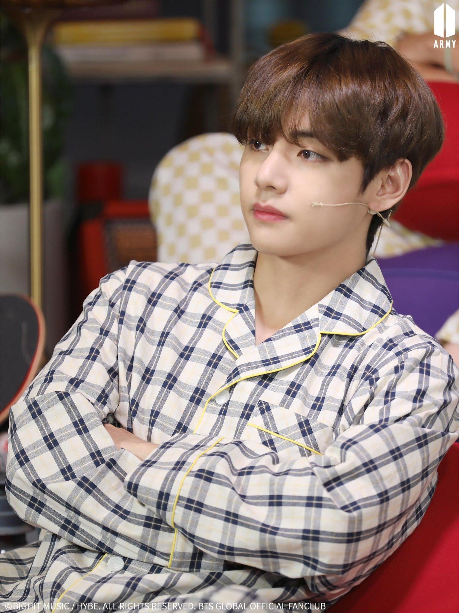 Ảnh mới của V (BTS) khiến fan ngỡ như thời gian bỏ quên suốt 3 năm - 2