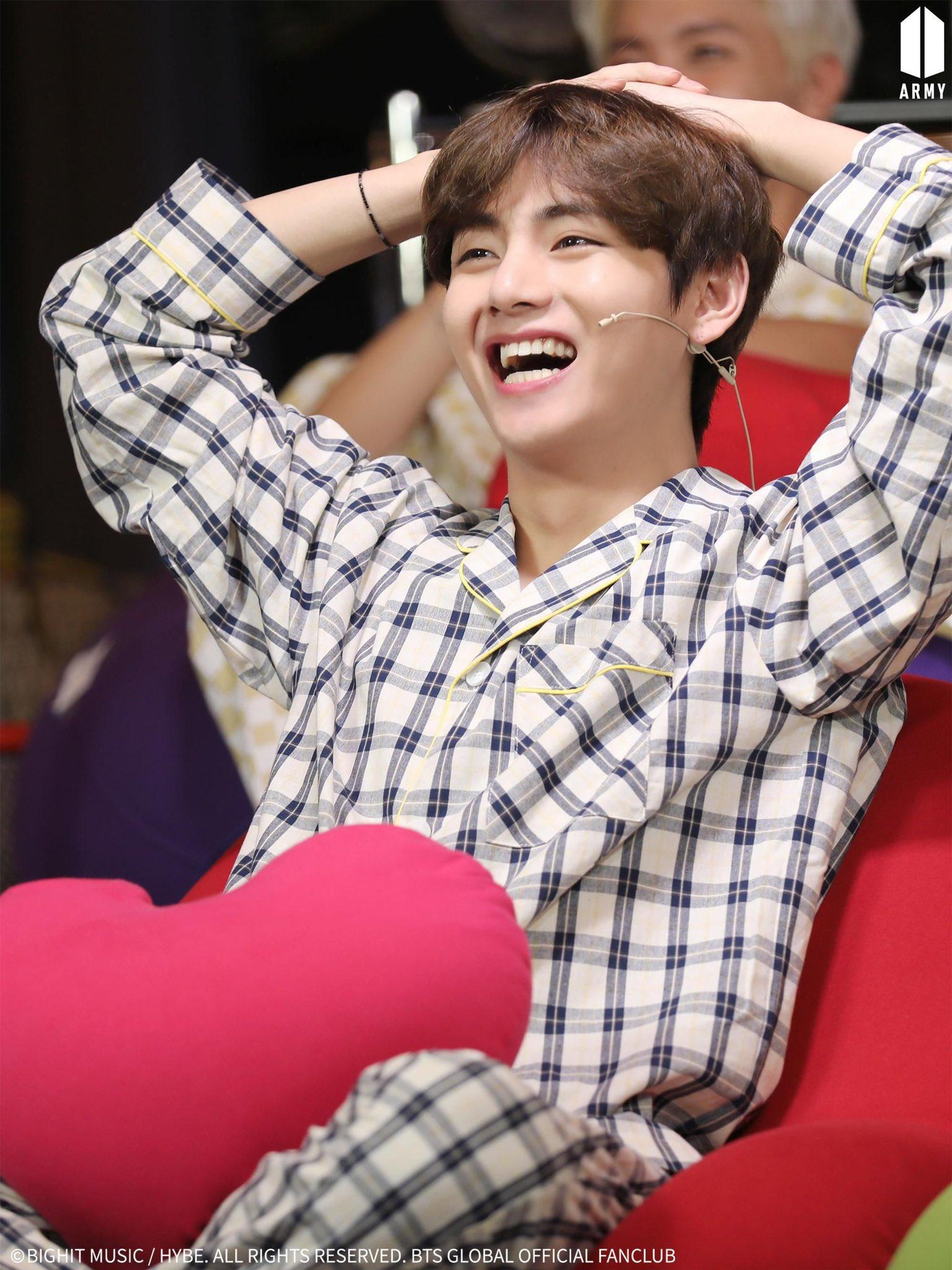Ảnh mới của V (BTS) khiến fan ngỡ như thời gian bỏ quên suốt 3 năm - 4