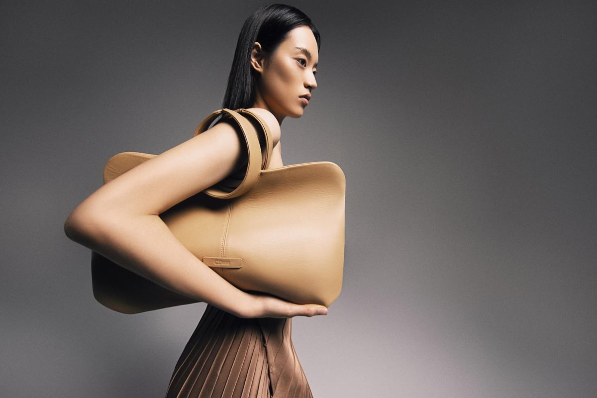 Thiết kế túi tối giản, ấn tượng.