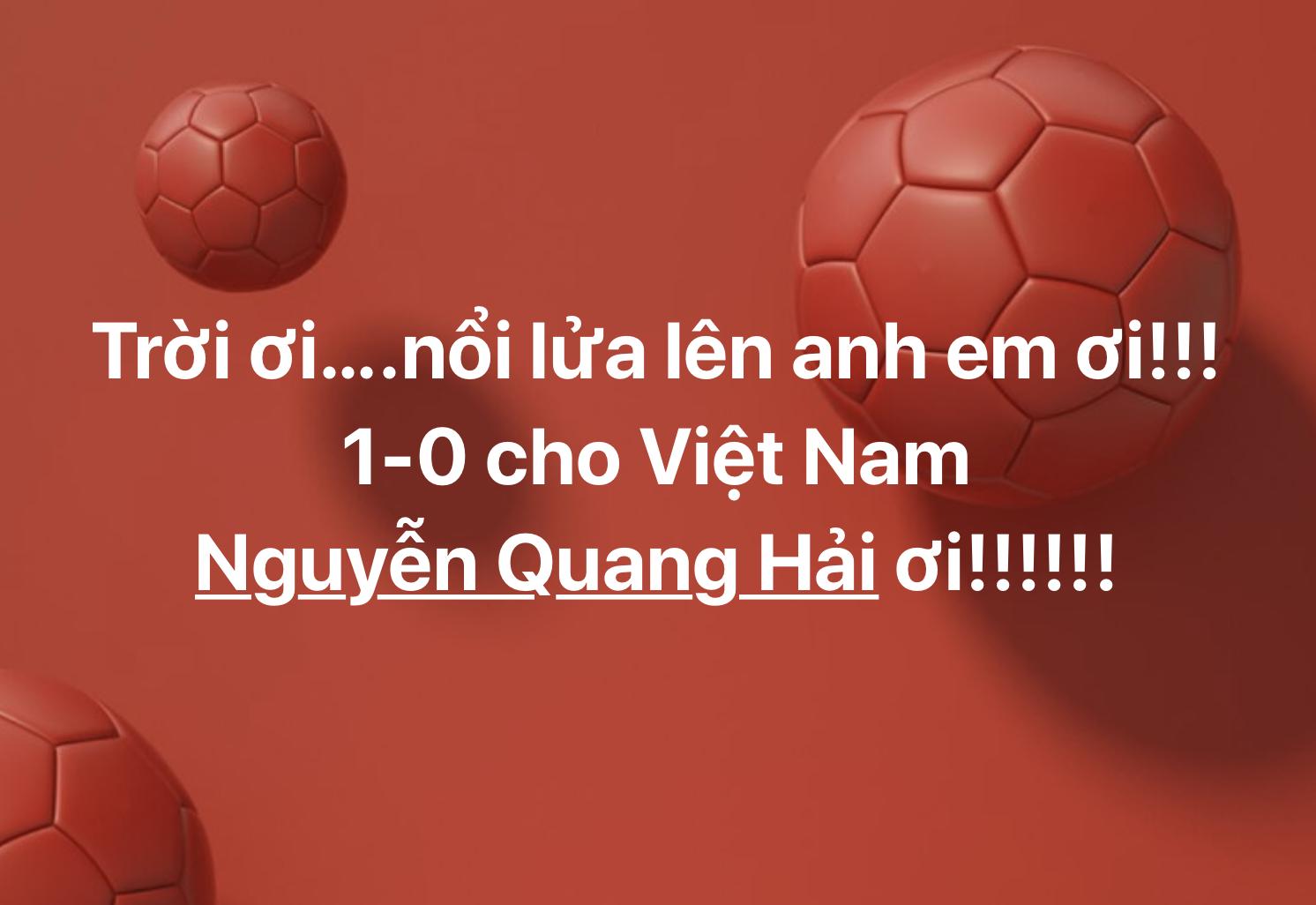 CĐV nổi lửa lên em để ăn mừng bàn thắng mở màn của Quang Hải.