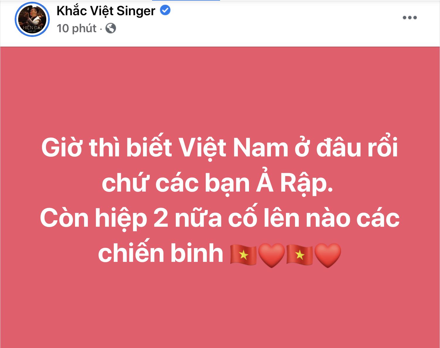 Ca sĩ Khắc Việt cũng không dám tin và lên mặt đầy tự hào trước bàn thắng mở tỷ số.