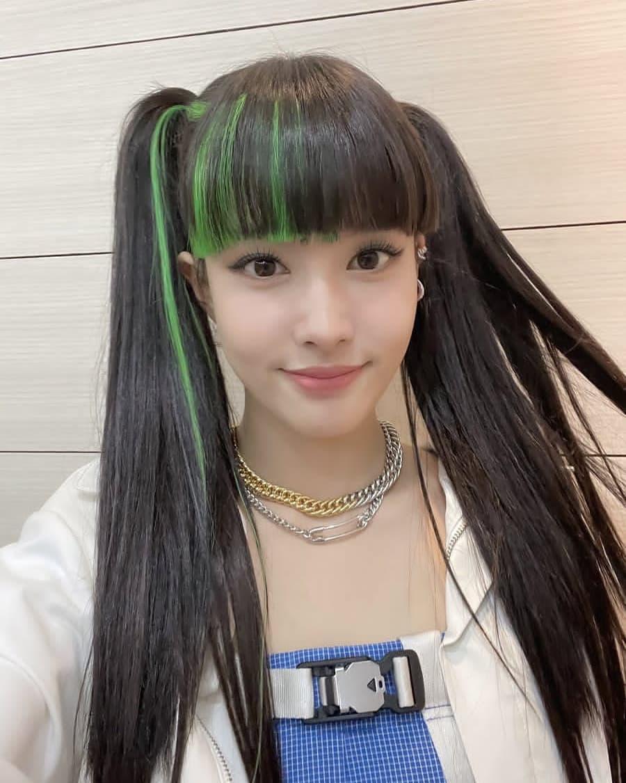 Dù tóc màu nổi đang là xu hướng, nhiều người vẫn cho rằng với nhan sắc của cô nàng, chỉ cần để những kiểu tóc thông thường đã đủ đẹp.