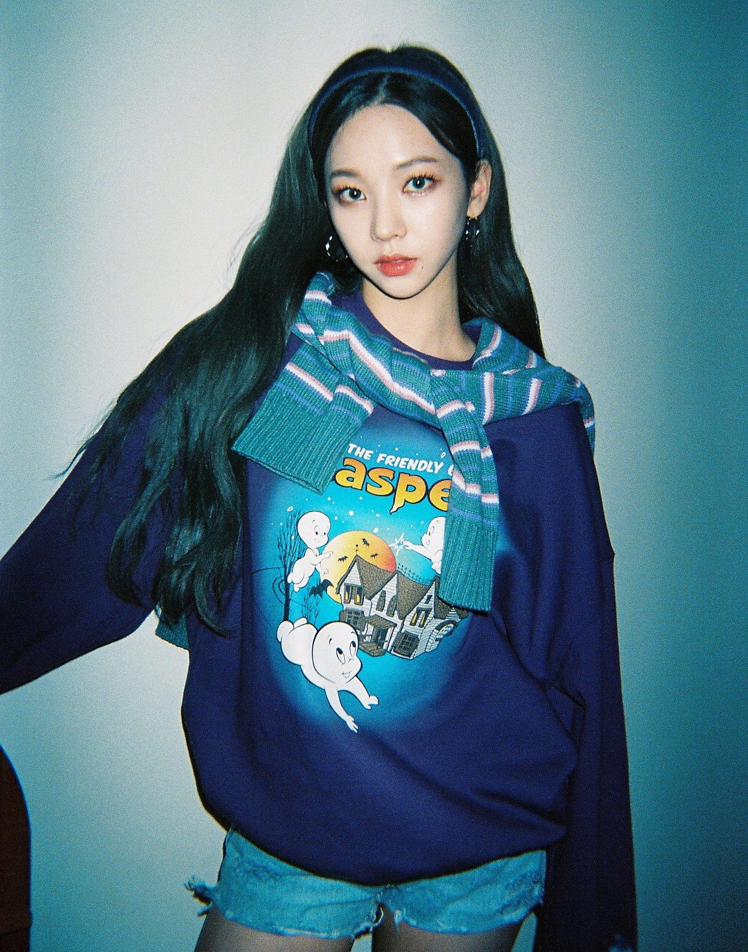 Một số netizen lại cho rằng Karina ít làm mới hình ảnh là vì cô chỉ hợp với kiểu tóc truyền thống này, nếu đổi sang style khác sẽ lộ khuyết điểm.