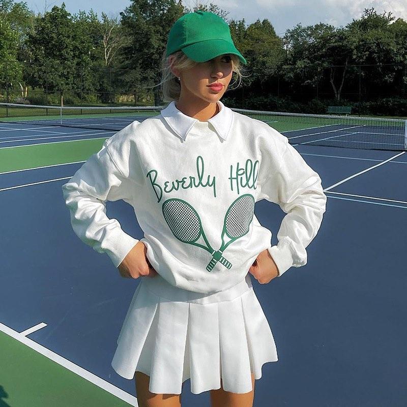 Được pha trộn giữa phong cách tennis và thời trang học đường, những trang phục theo style Tennis preppy mang đến cho các cô gái vẻ trẻ trung, năng động nhưng vẫn trông đầy sang chảnh.