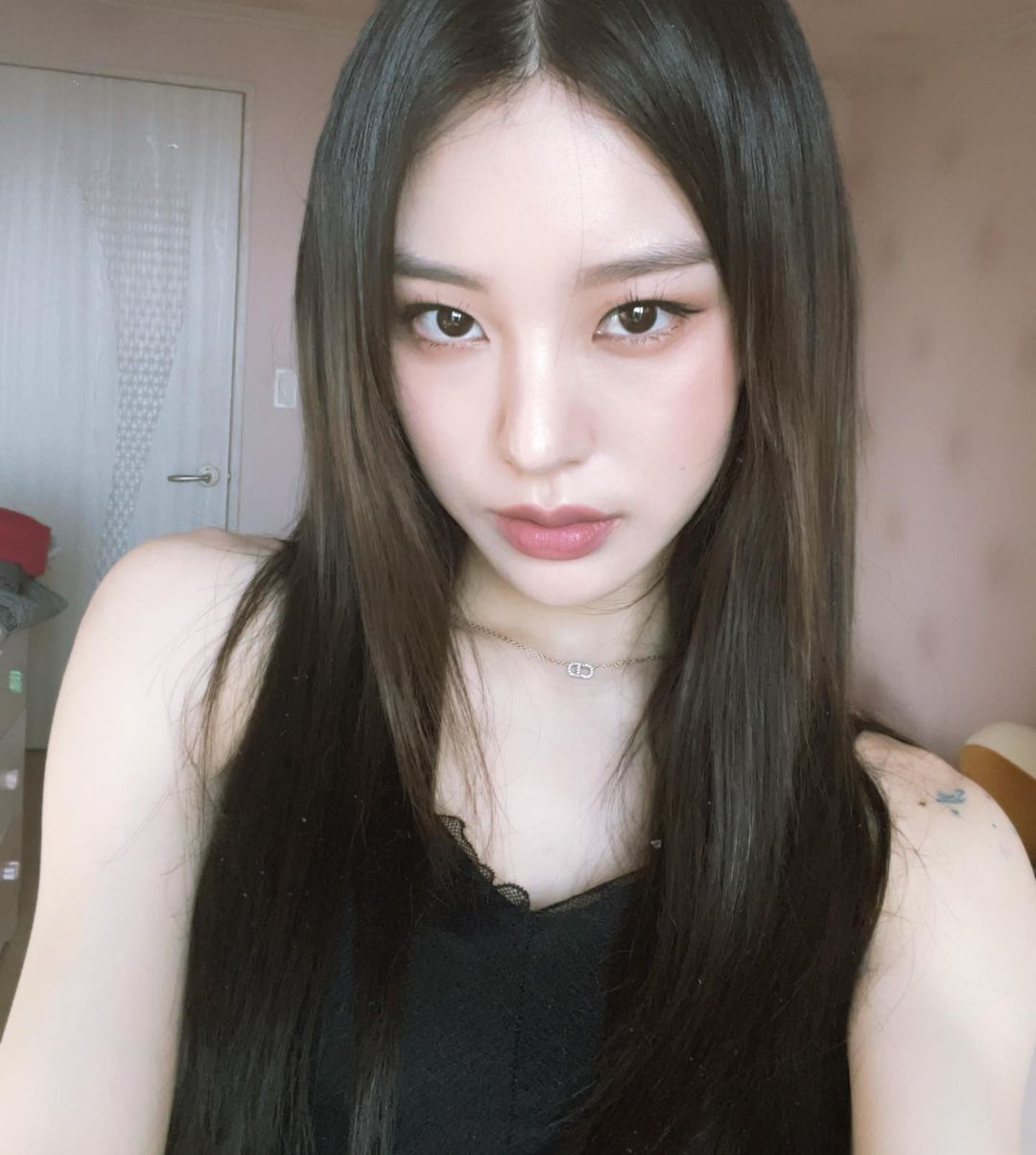 Gương mặt của Noze được cho là sự kết hợp của Yeji (ITZY) và Wheein (Mamamoo).