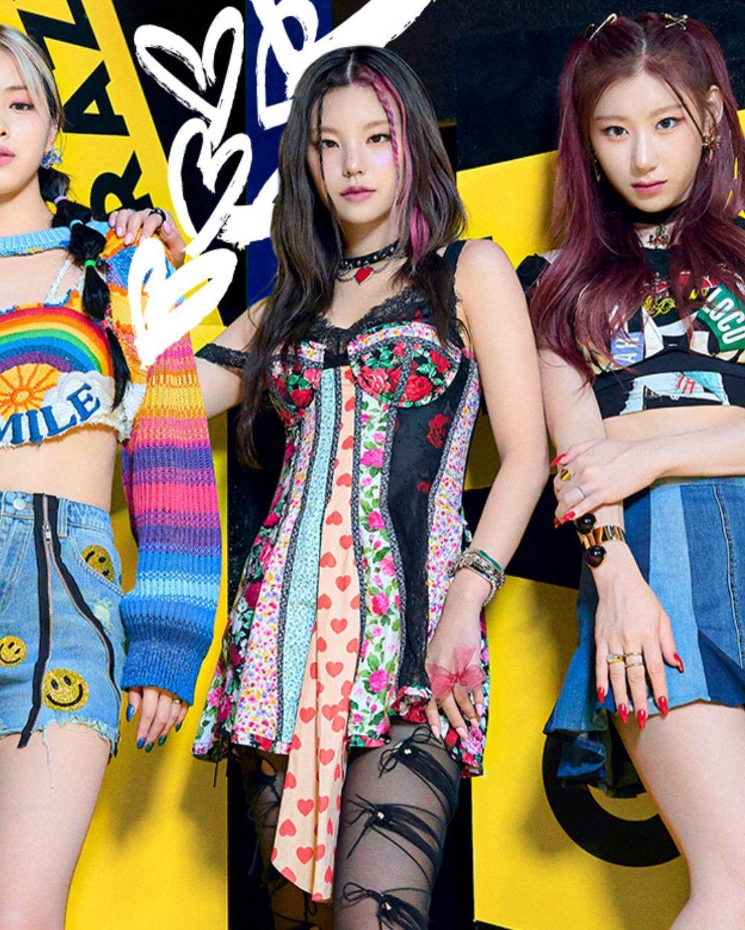 Tóc highlight là xu hướng đang lên ngôi ở Kpop gần đây. Bên cạnh các đàn chị gen 3 như Red Velvet, Twice hay Black Pink, các girlgroup gen 4 như ITZY, StayC cũng hưởng ứng trào lưu này rất nhiệt tình. Trong đợt comeback mới đây, ITZY tái xuất với concept cool ngầu đầy màu sắc. Trong đó, nổi bật là mái tóc highlight của Yeji và Ryu Jin.