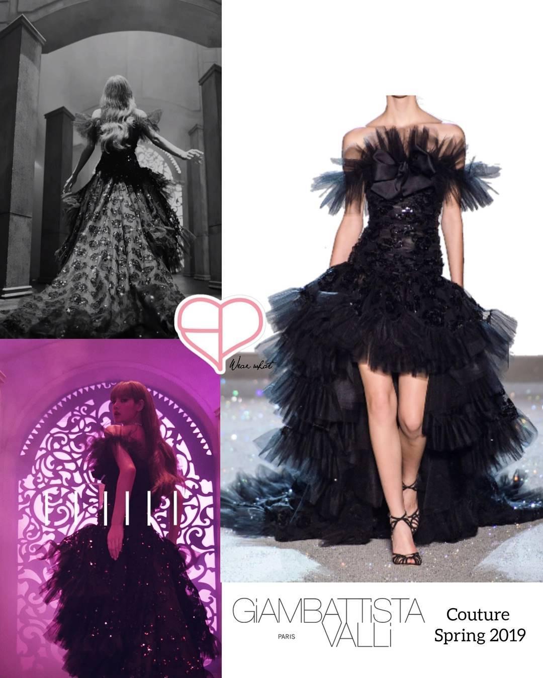 Ngoài thiết kế đỉnh cao lấy cảm hứng từ quốc phục chùa vàng, Lisa còn được đầu tư không ít trang phục cũng xa hoa, lộng lẫy không kém trong MV. Cô nàng là mỹ nhân Black Pink duy nhất tính đến hiện tại được mặc đến hai thiết kế Haute Couture trong một sản phẩm. Ở những phân cảnh đầu tiên, Lisa xuất hiện kiêu sa như một nữ hoàng với thiết kế Couture Xuân Hè 2019 của Giambattista Valli.