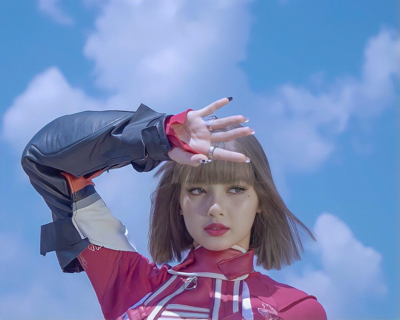 Thử nghiệm 7749 kiểu tóc nhưng Lisa chưa một lần cất tóc mái khi diễn - 3