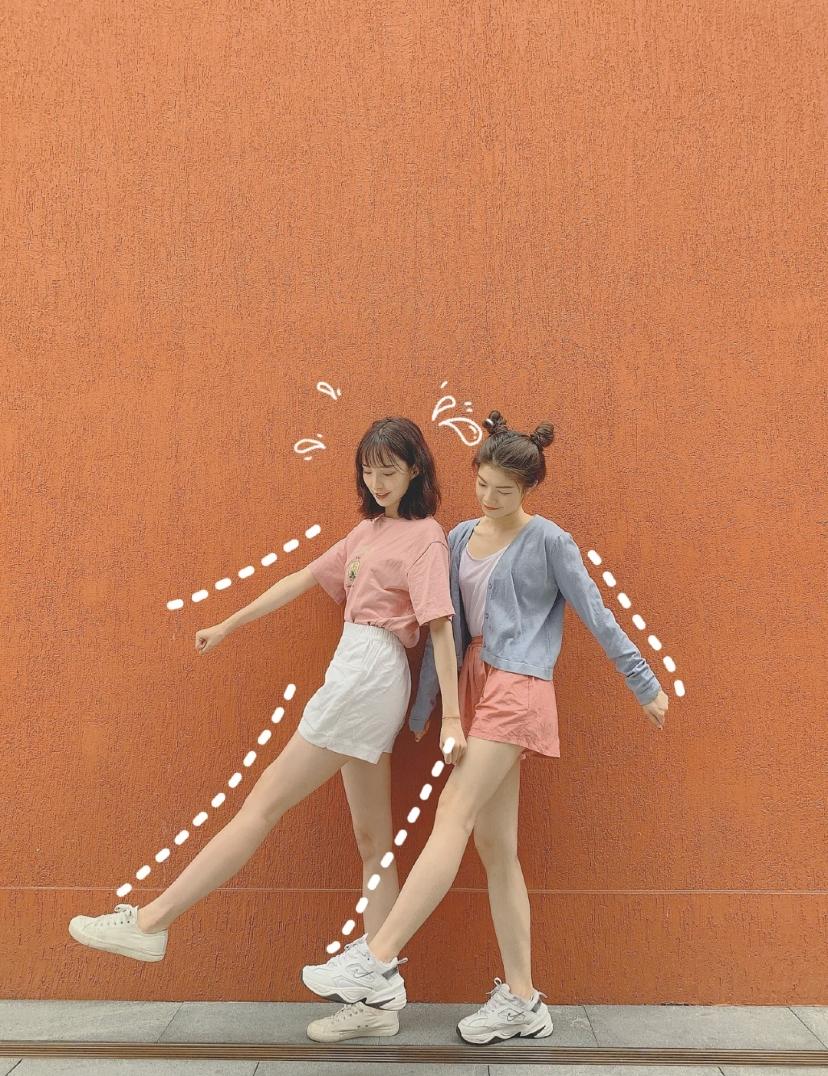 Những cách tạo dáng khoe chân dài tới nách - 20