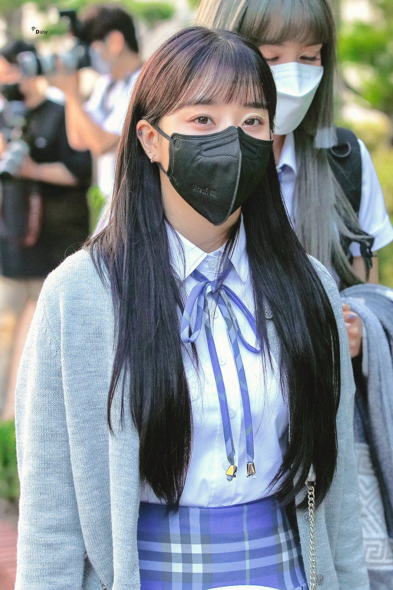 Các cô gái StayC cũng có lịch trình quảng bá vào 14/9. Tân binh nhà High Up nhận nhiều lời khen nhờ ngoại hình xinh xắn, outfit trẻ trung đậm chất nữ sinh.