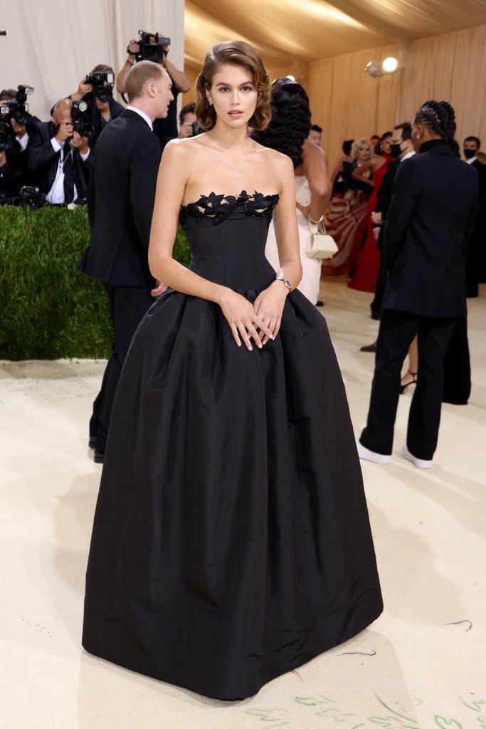 Diện váy dạ hội với họa tiết viền cúp ngực đầy tinh tế Oscar de la Renta