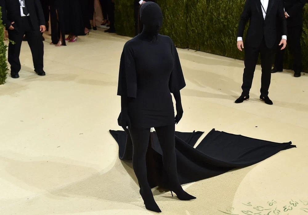 Kim Kardashian bị chê trông như sinh vật xấu xí đi lại trên Trái đất