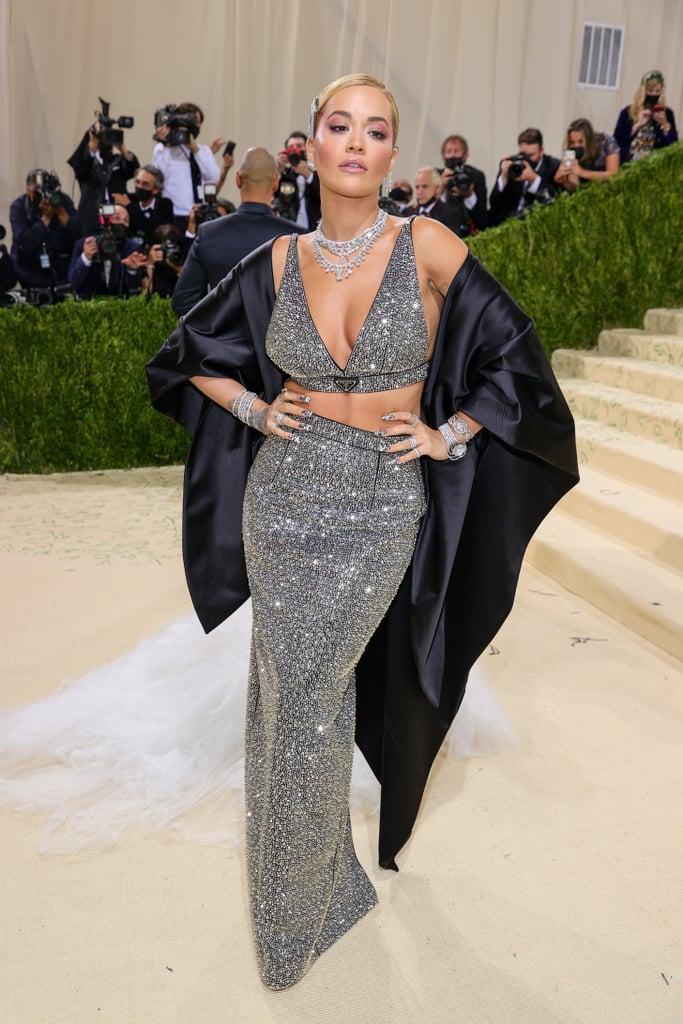 Váy Prada lấp lánh giúp Rita Ora tỏa sáng trên thảm đỏ.
