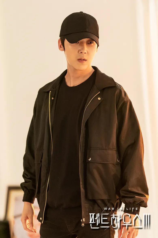 Ha Yun Cheol (do Yoon Jong Hoon thủ vai)