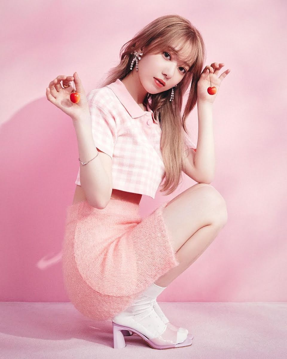 Back in 2019, when Japanese health and beauty company PIA Corporation launched its new colored lens company—MOLAK—Sakura was immediately appointed their first face and image model. Over the past two years, the former IZ*ONE and HKT48 star has continued to appear in multiple promotions for MOLAK. Now, she's taking things to the next level by branching out with her own makeup line under the company.