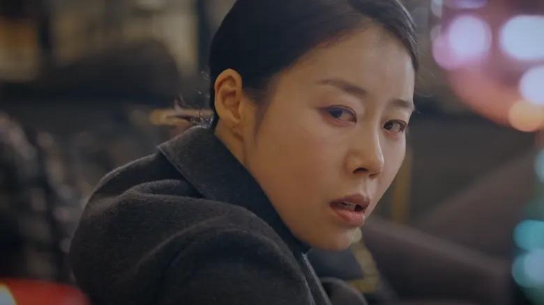 Bà quản gia Yang Mi Ok (do Kim Ro Sa thủ vai) là người tiếp theo có cái chết khó đoán cho khán giả. Khi mới sang phần 2, nhiều người cho rằng Yang Mi Ok nhiều khả năng sẽ là trùm cuối của phim. Tuy nhiên bà quản gia này đã tự sát ngay những tập đầu phần 2, do quá si mê Ju Dan Tae. Sau khi Ju Dan Tae tái hôn, bà ta đau khổ đến mức tự kết liễu đời mình.