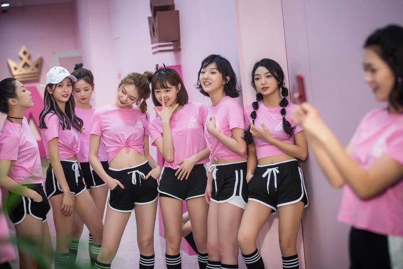 Dàn thí sinh của show sống còn Produce 101 cũng có thân hình mảnh dẻ.