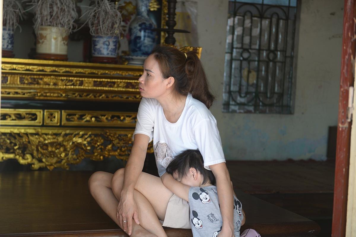 Chị Hồng cùng con gái út.
