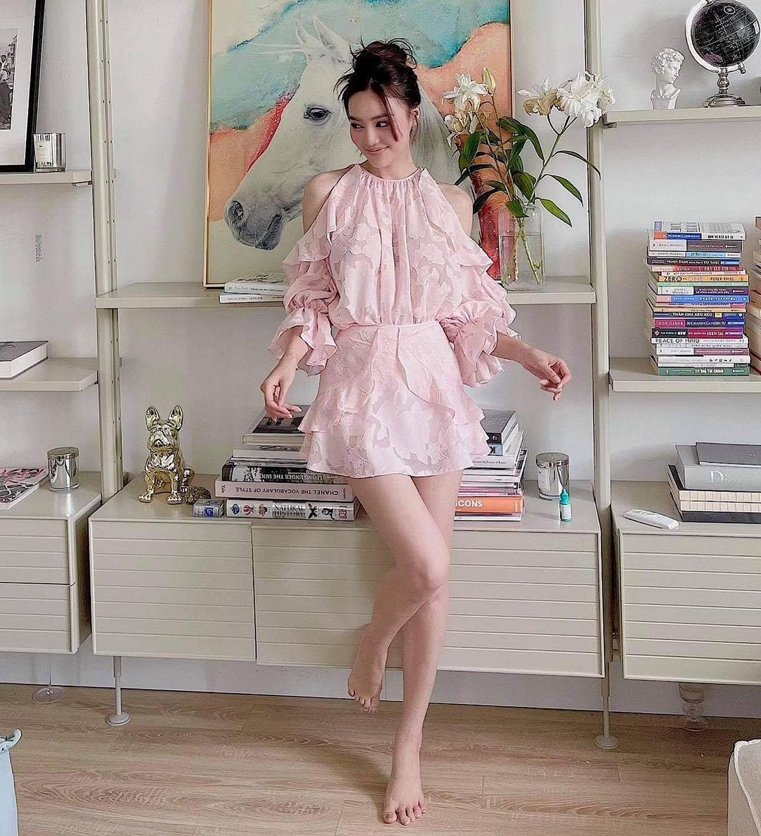Lan Ngọc xinh ngất khi diện set đồ hồng pastel điệu đà.