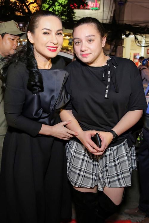 Phi Nhung bên con gái Wendy.