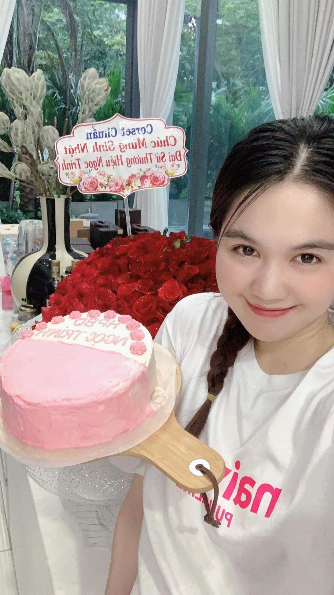 Bánh kem Hương Linh tặng Ngọc Trinh.