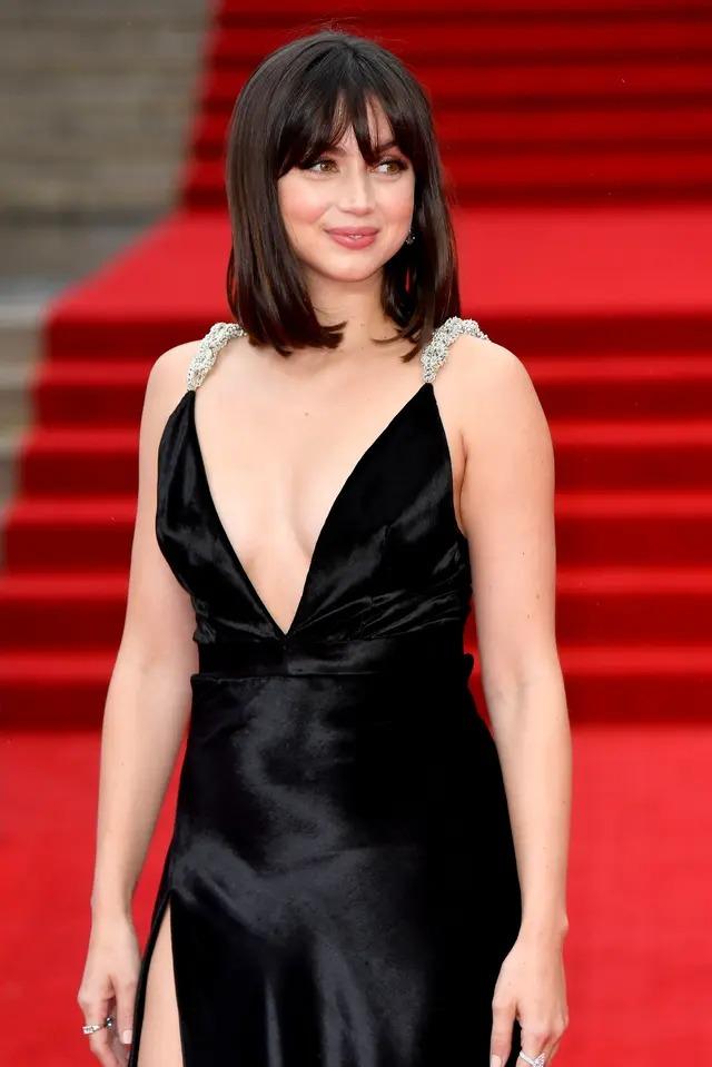 Buổi ra mắt còn có nhiều người nổi tiếng tầm cỡ khác. Đây là Ana de Armas, nàng Bond Girl mới của loạt phim 007.