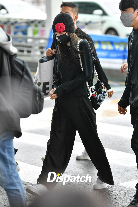 Sáng 29/9, Jennie có mặt tại sân bay Incheon, lên đường sang Pháp dự tuần lễ thời trang Paris.