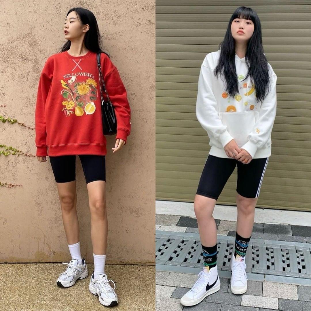 Áo nỉ phối biker shorts là công thức mặc đồ kiểu trên đông dưới hè đang được các cô gái Hàn Quốc yêu thích. Từng thịnh hành những năm nhờ sự lăng xê của Công nương Diana, lối phối đồ năng động cổ điển này gây sốt trở lại.